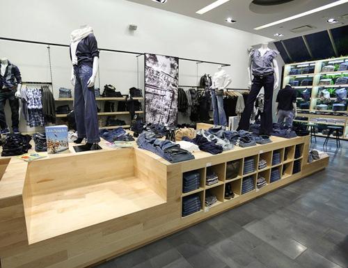 custom-store-displays-gap-1969-stores